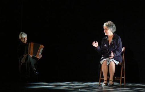 Gigi Bigot conteuse sur scène
