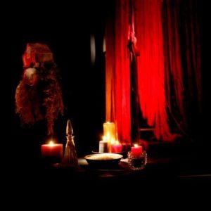 Décor et ambiance de scène de Baba Yaga par Anne Borlée