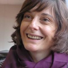 Portrait en gros plan d'Odile Burley qui sourit
