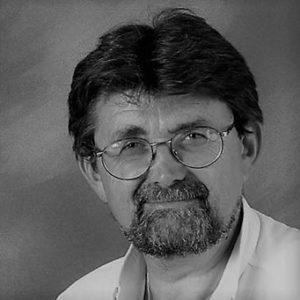 Portrait noir et blanc de Marc Aubaret
