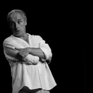 photo noir et blanc d'Alberto Garcia sur scène